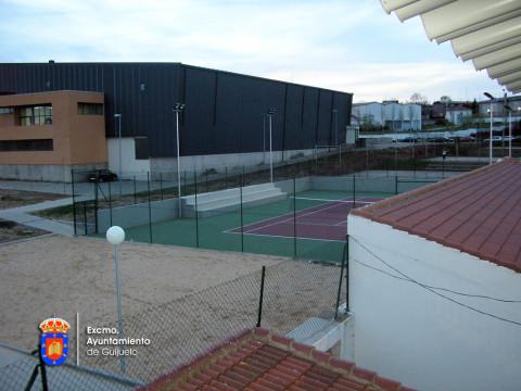Vista de la pista central desde la grada del Municipal de fútbol